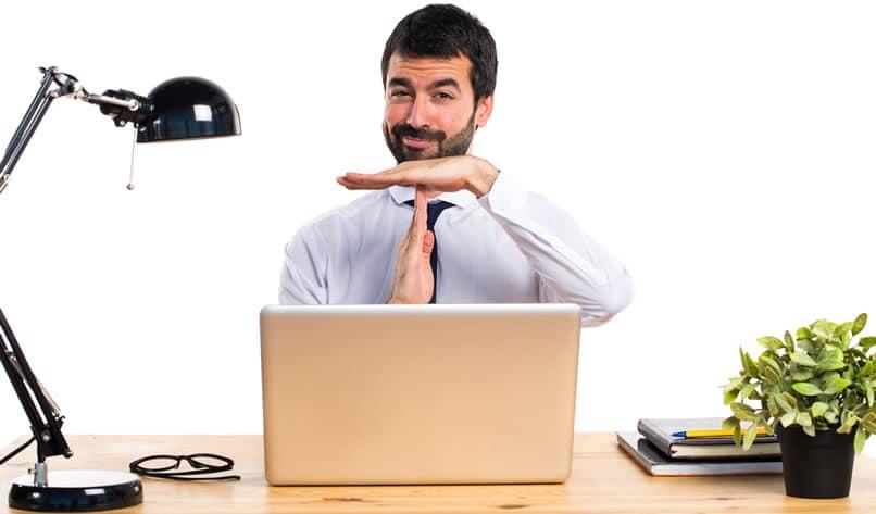 Quand s'inscrire à Pôle emploi après abandon de poste ?